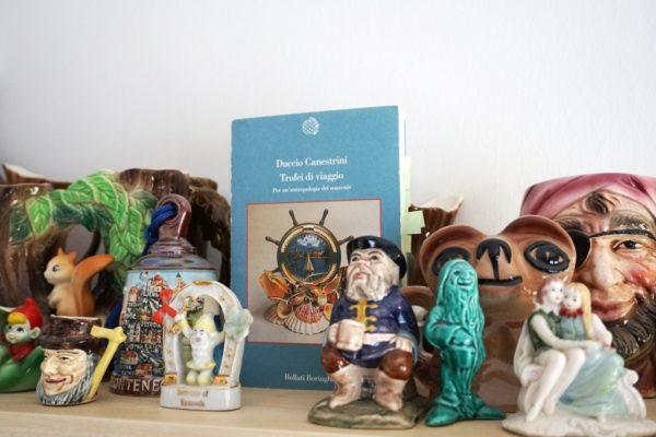 Libro e souvenir kitsch